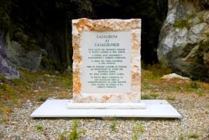Casalduni_-_lapide_commemorativa_dell'eccidio