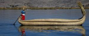 Tipica imbarcazione sul Lago Titicaca