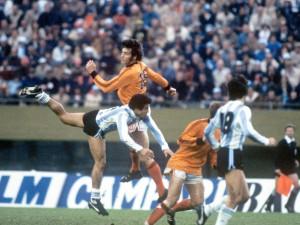 Dick Nanninga contro l'Argentina nella finale del Mundial 1978