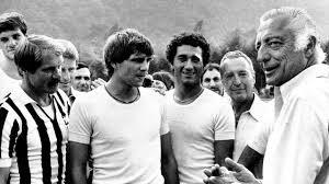 Gianni Agnelli con i suoi giocatori