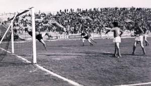 1973-74-Maceratese-Ancona 1-0 Il gol realizzato con un gran colpo di testa da Dino Pagliari